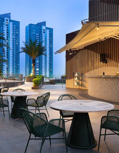 Pool Bar - Holiday Inn & Suite Jakarta Gajah Mada