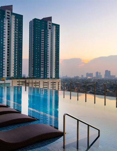 Swimming Pool Evening - Holiday Inn & Suite Jakarta Gajah Mada